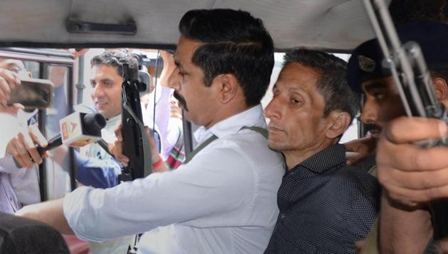 Police produce Vijay Singh, who allegedly shot dead assistant town and country planning officer Shail Bala during an anti-demolition drive on May 1, in a court in Kasauli on May 4.(PTI Photo)