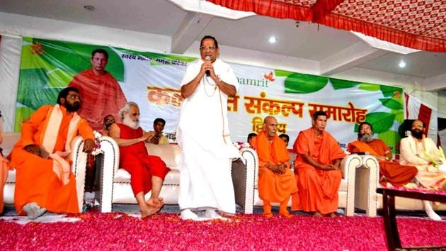 Acharya Karamveer at a programme of Kalpamrit Ayurved Limited at Chetan Jyoti ashram in Haridwar.(RAMESHWAR GAUR/HT PHOTO)