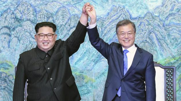 North Korean leader Kim Jong Un (left) and South Korean President Moon Jae-in raising their hands after signing a joint statement at the border village of Panmunjom in the Demilitarized Zone, South Korea.(AP File Photo)