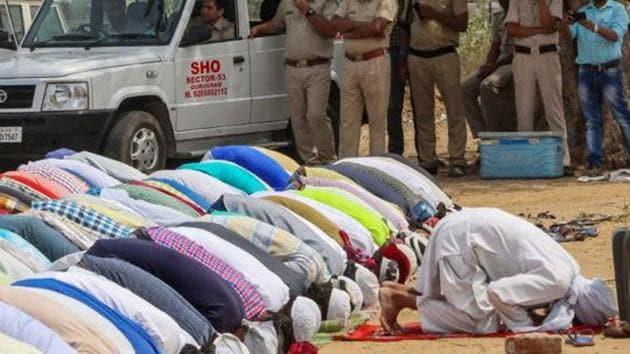 File photo of Muslim community members offering namaz as police personnel look on, in Gurugram.(PTI Photo)