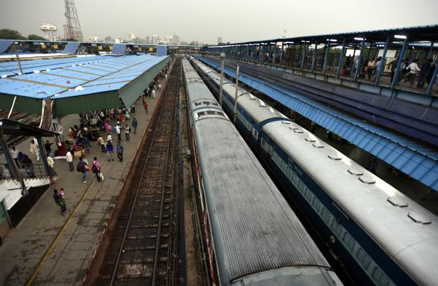 Walls will help the railways maintain safety on tracks, get rid of encroachers, reduce interference with cattle or other disturbances.(Sonu Mehta/HT FIle Photo)