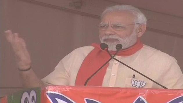 Prime Minister Narendra Modi addresses a rally in Chitradurga of election-bound Karnataka on Sunday.(ANI/Twitter)