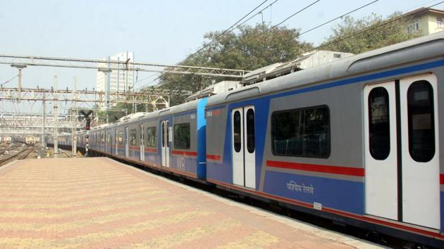 The AC local train service started on December 25, 2017 in Mumbai.(HT File Photo)
