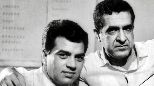 Dharmendra shared this picture with filmmaker Arjun Hingorani who died Saturday.