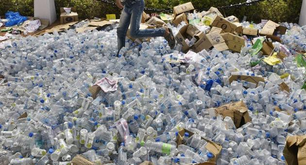 A person will get Rs 1 for an empty water bottle and Rs 2 or Rs 3 each for a glass bottle and a beer cane. Apart from it, wrappers will be for 20 paise to 50 paise, depending on size.(HT File/Representative image)