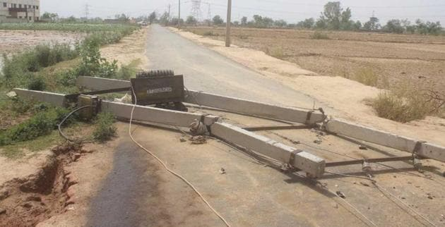 The storm uprooted large number of electricity poles in many districts under Agra discom.(HT File Photo)