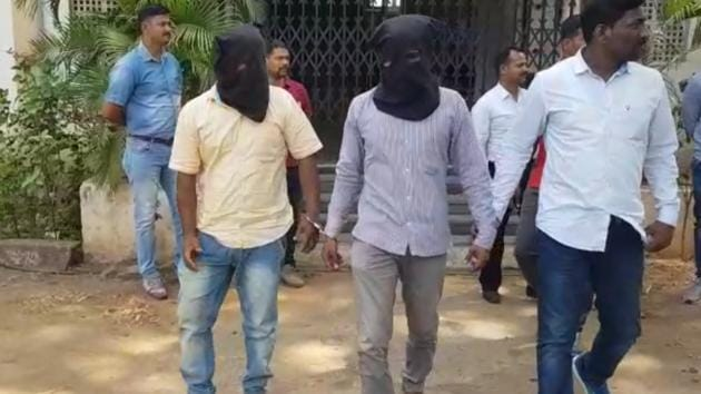 The two arrested were identified as Nilesh Ramchandra Shinde, 27, a resident of Walwa area of Sangli and Shailkesh Shankar Shinde, 26, a resident of Shirgaon area of Sangli.(HT PHOTO)