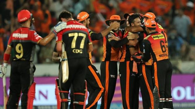 Get full cricket score of Sunrisers Hyderabad vs Royal Challengers Bangalore, IPL 2018 here. SRH defeated RCB by 5 runs to be on the verge of the play-offs.(BCCI)