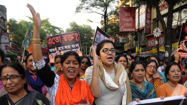 BJP workers take out a protest rally in Kolkata against panchayat poll nomination violence.(HT/Samir Jana)