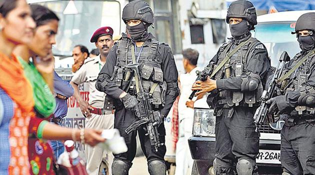 The National Security Guards have also been asked to train both Jammu and Kashmir State Police and CRPF in counter-terror operations in densely populated areas.(HT/File photo)