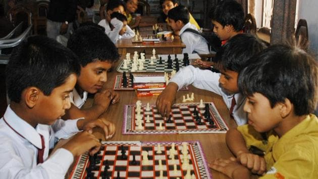 In the morning session, Anuj surprised everyone by getting the better of higher ranked Shubham Kumthekar. The Symbiosis School student was playing with white and started with an E4 opening while Shubham, who was rated 400 points above his opponent, tried to confuse him with an orthodox opening.(HT REPRESENTATIVE PHOTO)