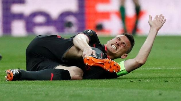 Arsenal's Laurent Koscielny reacts after sustaining an injury vs Atletico Madrid in the second leg of the UEFA Europa League semi-final at the Wanda Metropolitano on May 3, 2018.(REUTERS)