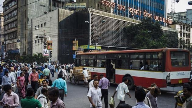 Pedestrians cross a street outside the UCO Bank headquarters in the BBD Bagh area of Kolkata, West Bengal, India.(Sanjit Das/Bloomberg)