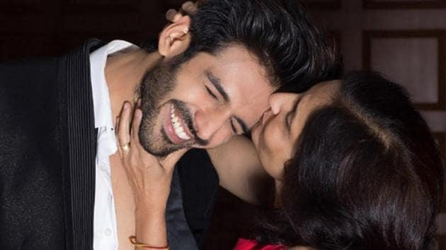 Actor Kartik Aaryan with his mother Mala Tiwari.
