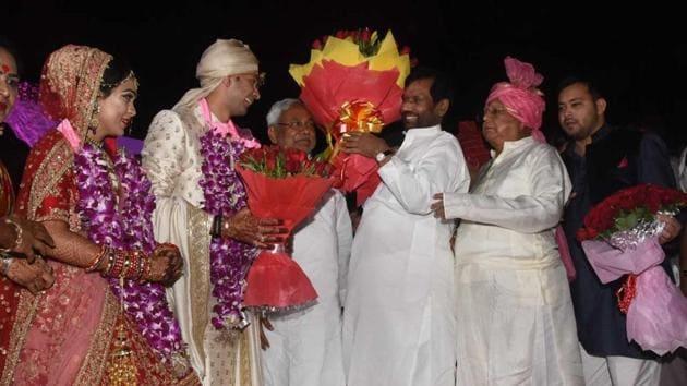 Bihar chief minister Nitish Kumar and Union minister Ramvilas Paswan at the wedding of Lalu Prasad's elder son Tej Pratap.(HT/Santosh Kumar)