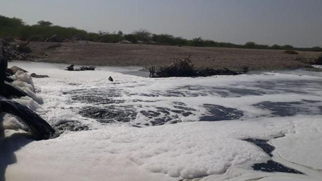 A polluted Bandi River in Pali.(HT Photo)