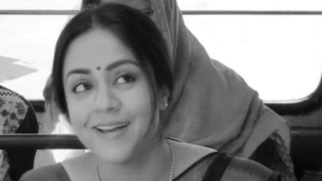 Jyothika responds to Mani Ratnam as the veteran gives her an instruction.(Santoshsivan/Twitter)
