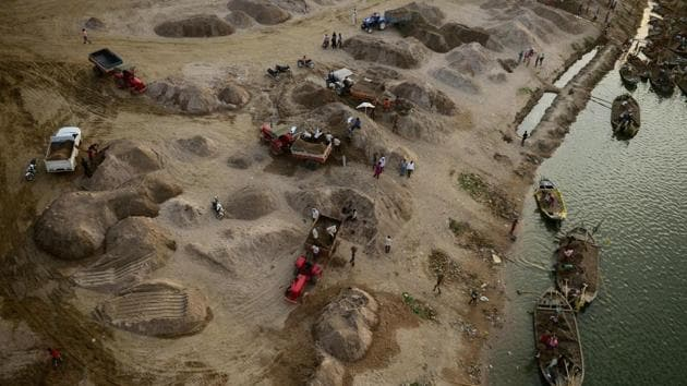 Rajasthan had, in 2015-16 used 100 million tonne of river sand. Following the ban, it came down to 63 million tonne in 2016-17.(AFP/Representative image)