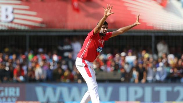 Ravichandran Ashwin is eager to develop new deliveries and his idea to try leg-spin could help him get more success, according to former India bowling coach Joe Dawes.(BCCI)