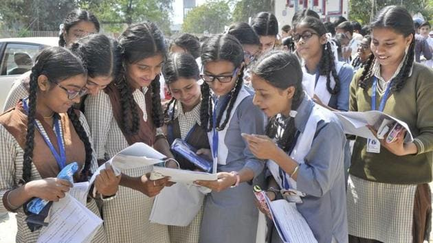 Bihar Board Result 2018: To stop students from cheating this year, the Bihar School Examination Board (BSEB), which conducts the exams, asked students not to wear shoes or socks and enforced several other measures.(HT file photo)