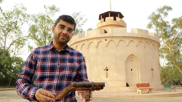 Anshul Kaushik with a gun from the 1857 sepoy mutiny.(Amal KS/HT Photo)