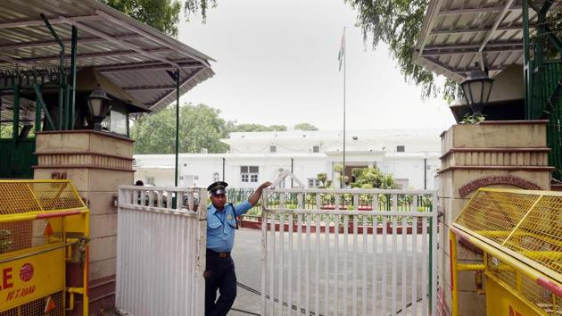 A view of the Congress headquarters in New Delhi. The Congress had been hoping to retain power in Karnataka in the absence of any visible anti-incumbency sentiment against the Siddaramaiah government.(PTI Photo)