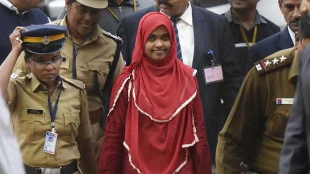 Twenty four-year-old Hadiya (centre) at the Supreme Court in November 2017. A Muslim man approached the apex court saying the case of abduction filed against him by his wife's Hindu parents was incorrect, and sought his spouse's release.(Vipin Kumar/HT Photo)