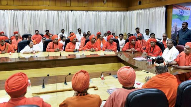 File photo of Karnataka chief minister Siddaramaiah meeting the Lingayat community Seers at Vidhana Soudha in Bengaluru on March 18.(PTI Photo)