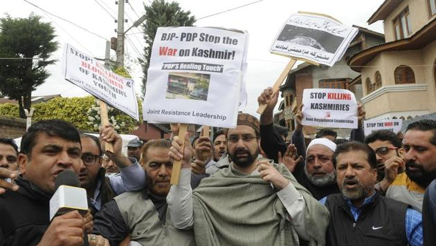 Senior separatist leader and cleric Mirwaiz Umar Farooq (C) along with is supporters march down a street during a protest in Srinagar, India, 07 May 2017.(HT Photo)