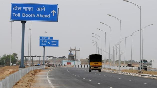 Between now and early next year, the Union road transport and highways ministry plans to get Prime Minister Narendra Modi to inaugurate at least 50 big-ticket and strategically important highway projects.(HT File Photo)
