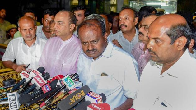JD(S) leader H D Kumaraswamy speaks to media after meeting with governor Vajubhai Vala in Bengaluru on Saturday.(PTI Photo)