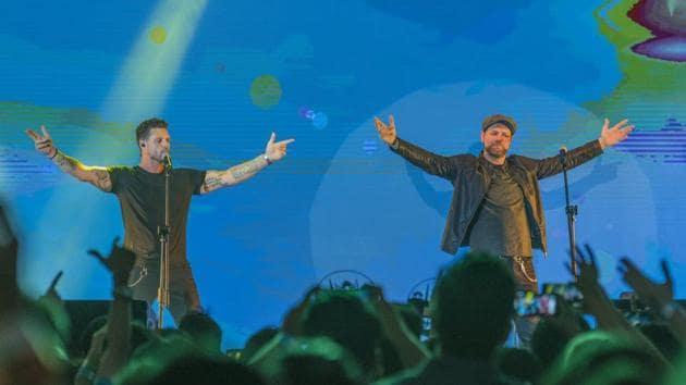 Keith Duffy and Brian McFadden perform at Phoenix Marketcity in Mumbai on Saturday.(AALOK SONI/HT)