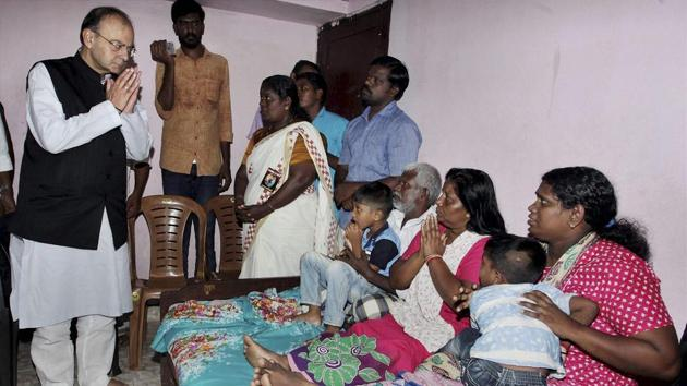 File photo of union finance minister Arun Jaitley visiting family members of slain RSS worker Rajesh Edavakode in Thiruvananthapuram.(PTI/File Photo)