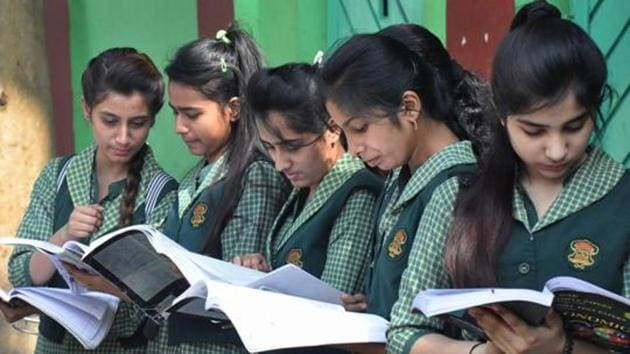 Students go through last-minute revisions before appearing for a CBSE board examination in Moradabad.(PTI)