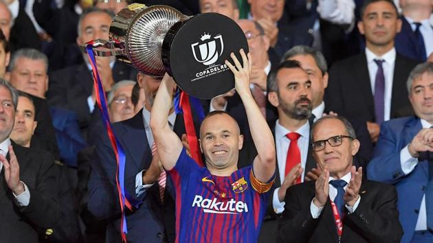 Andres Iniesta (C) left FC Barcelona after 16 seasons to join Japanese club Vissel Kobe.(AFP)