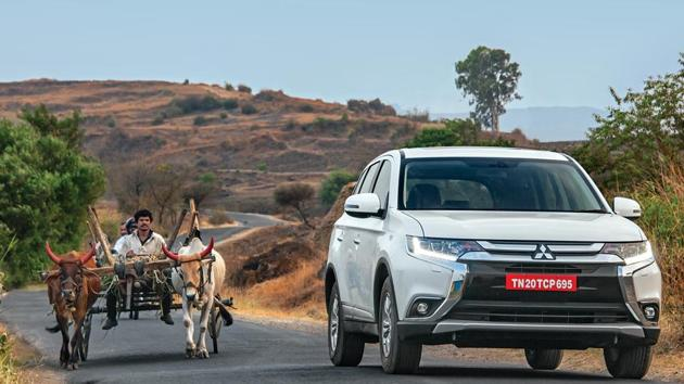 This model of the Mitsubishi Outlander was launched overseas in 2012, and this facelifted version was introduced in 2015.