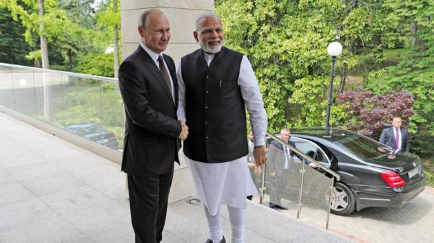 Russian President Vladimir Putin, left, and Indian Prime Minister Narendra Modi during their meeting in the Bocharov Ruchei residence in the Black Sea resort of Sochi, Russia, May 21(AP)