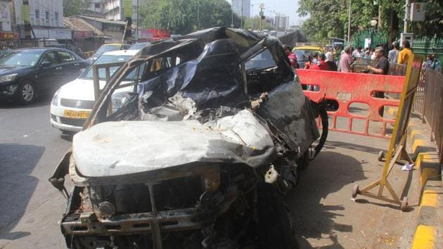 Hit by the bus from the rear, the truck driver lost control, as a result of which it crossed the divider and rammed into a SUV and container truck coming from the opposite direction.(HT/REPRESENTATIVE IMAGE)