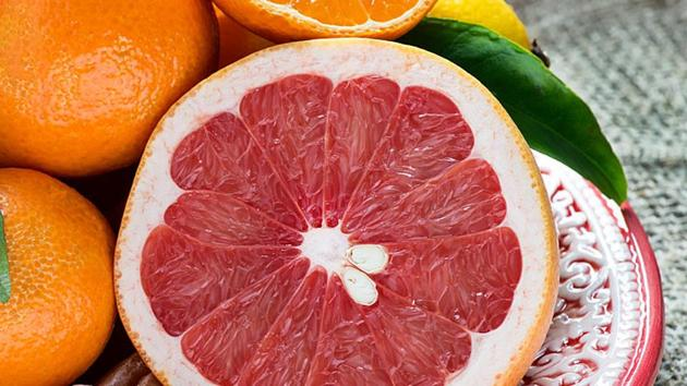 Fruits for diabetes: Experts say that when the glycemic load of a certain fruit is on the higher side, this means that there will be more fluctuation in blood sugar level.(Shutterstock)