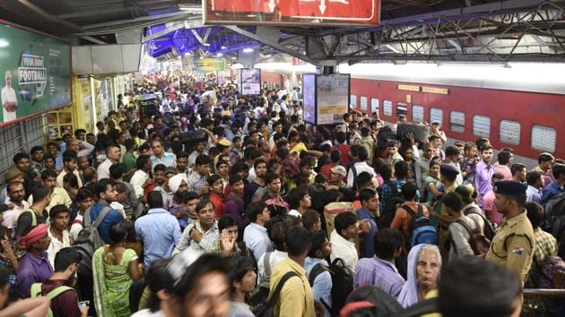 Passengers crowd the New Delhi Station during Chhath Puja in October 2017. In its bid to modernise the railways, the NDA sanctioned the high-speed corridor between Mumbai and Ahmedabad, or the bullet train project, which is expected to finish by 2022.(Arvind Yadav/HT File Photo)