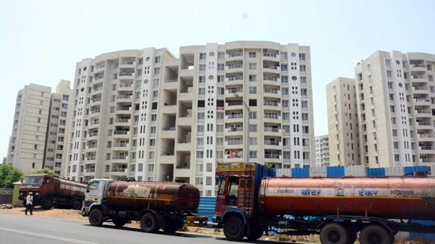Residential housing societies pay exorbitant prices to water tankers to get water for their daily needs.(Shankar Narayan/HT Photo)