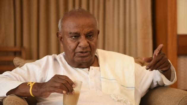 JD(S) supremo HD Deve Gowda said during his meeting with Congress leaders Ghulam Nabi Azad and Ashok Gehlot, he was told the decision to back Kumaraswamy as CM was taken by the Congress high-command.(HT/Arijit Sen)