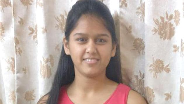 Topper Yana Gupta, who scored 98.8% in class 10 board exams.(HT Photo)