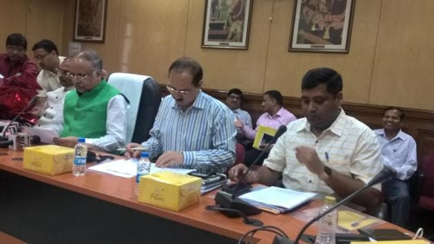 UPSEE result 2018 : Uttar Pradesh's Technical Education Minister Ashutosh Tandon addressing the media on Wednesday where he declared the UPSEE results 2018.(HT photo)