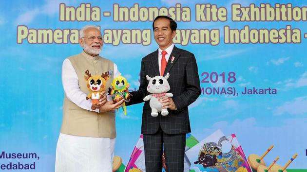 Indian Prime Minister Narendra Modi with Indonesian President Joko Widodo at the inauguration of the India-Indonesia Kite Exhibition, in Jakarta, Indonesia, on Wednesday.(PTI)