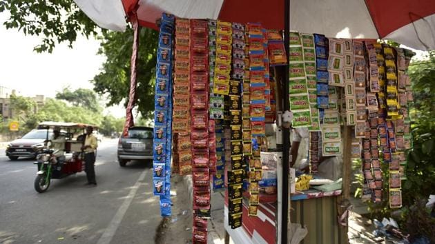 According to the report. overall, the number of tobacco users has gone down in India by six percentage points during the six years, from 34.6% to 28.6%.(Virendra Singh Gosain/HT file photo)
