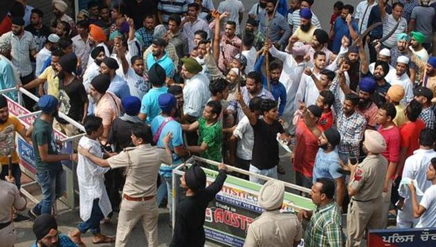 A clash had taken place between Dalits and members of Hindu right-wing organisations over the renaming of 'Gol Chowk' to Samvidhan Chowk on April 13. A Dalit youth, Yashwant Bobby, was injured in the clash. He succumbed to bullet injuries on April 29.(HT File)