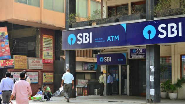 SBI Clerk prelims admit card 2018: The online preliminary examination for recruitment of Junior Associates - customer support and sales in the clerical cadre is scheduled to be held on June 23, 24 and 30. The admit card for the exam is scheduled to be released on June 6.(Mint/file)