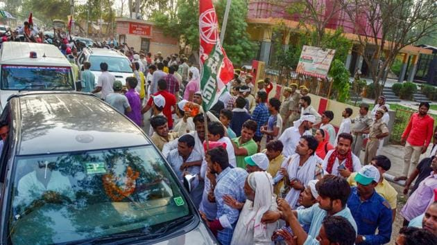 Supporters of Rashtriya Lok Dal candidate Tabassum Hasan outside a counting centre after winning the Kairana Lok Sabha by-elections on Thursday.(PTI Photo)