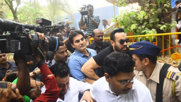 Actor-producer Arbaaz Khan appears before the Thane Anti-Extortion Cell in connection an IPL betting case probe.(Pratik Chorge/HT Photo)